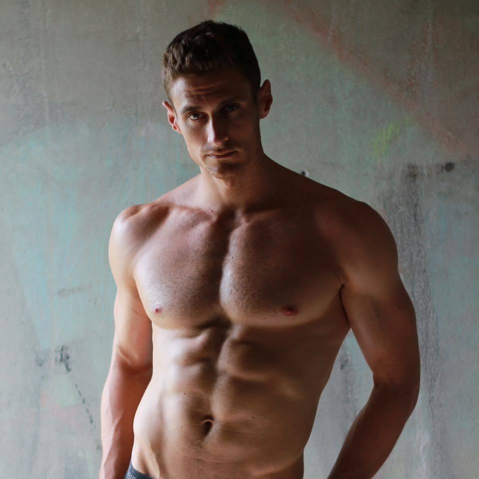 Chàng MC VTV cao gần 2m, cơ bụng 6 múi đẹp trai như tài tử