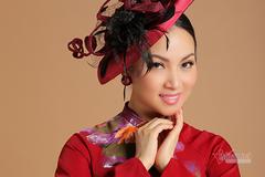 Ca sĩ tỷ phú Hà Phương quý phái, kiêu sa với áo dài