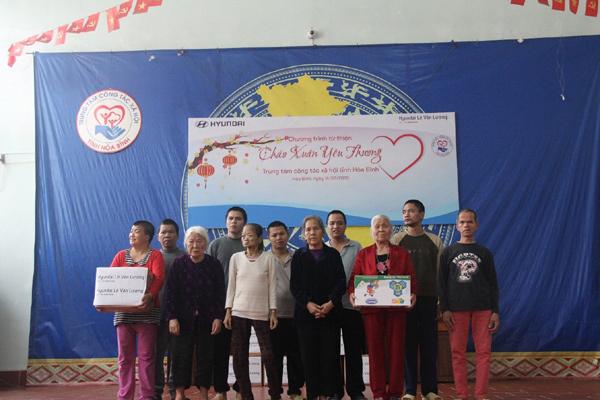 Hyundai Lê Văn Lương tặng quà Trung tâm công tác xã hội tỉnh Hòa Bình