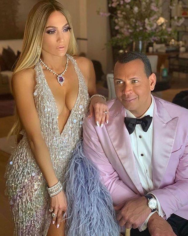 Jennifer Lopez khoe cơ thể săn chắc gợi cảm tuổi 51