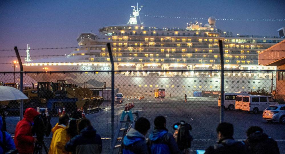 Hàng chục công dân Mỹ trên du thuyền Nhật Bản nhiễm Covid-19