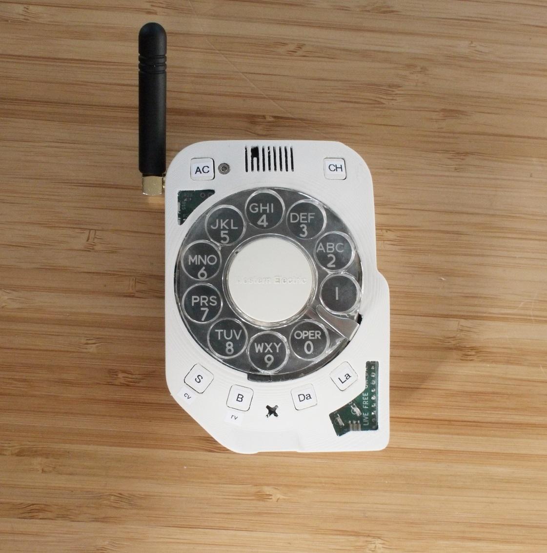 Điện thoại thông minh đầu tiên thế giới dùng cơ cấu quay số