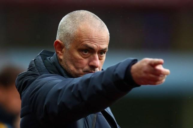 Mourinho: Man City bị tước cúp thì trao cho MU