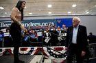 Người biểu tình khoả thân, vận động tranh cử Tổng thống Mỹ bị gián đoạn