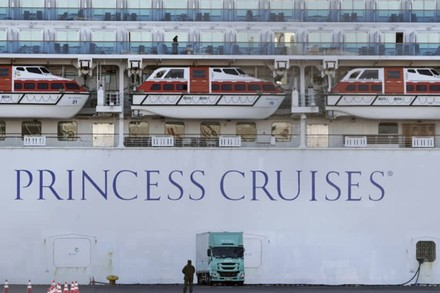 Ác mộng 'cung điện trên biển', nhà giàu bị giam lỏng và từ chối