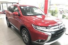 Nhiều mẫu ô tô 'hot' tiếp tục được giảm giá