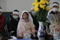 """Vụ mẹ con ăn xin gặp nạn trên cầu Thanh Trì: """"7 năm qua cháu tôi chưa được đặt tên"""""""