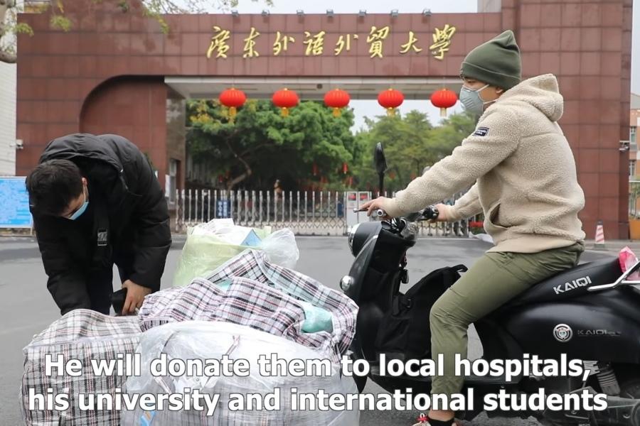 Nam sinh mang 15.000 chiếc khẩu trang sang Trung Quốc tặng cho người cần
