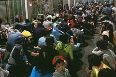 Coronavirus: Thousands queue for face masks in HCM City