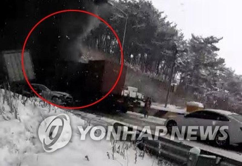 Đâm xe liên hoàn thảm khốc trên đường cao tốc ở Hàn Quốc