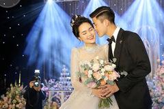 Duy Mạnh không tiếc tiền mua hàng hiệu cho Quỳnh Anh