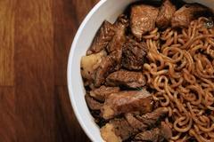 Mì thịt bò phân biệt giàu nghèo trong 'Ký sinh trùng' bất ngờ gây sốt