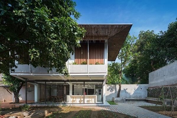 Nhà hình thang với khu vườn bí mật sau lớp mặt tiền