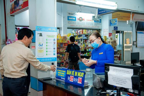 Lixco tặng hơn 5000 lít gel rửa tay khô