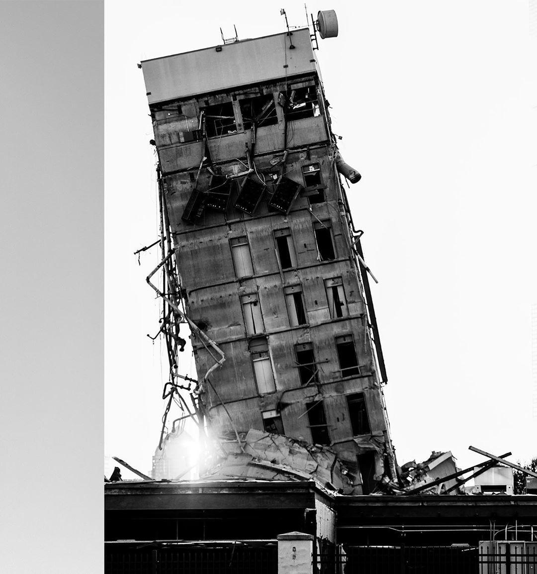 Tòa nhà cũ bỗng trở nên nổi tiếng vì giống tháp nghiêng Pisa