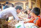 Bibliophile dedicates to bring books to ethnic minority children