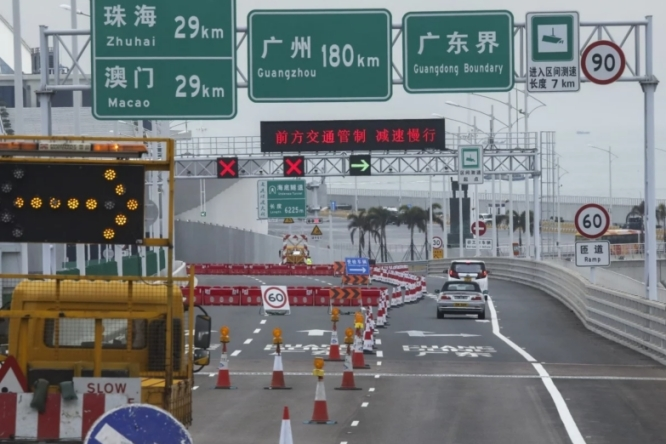 Hong Kong khởi tố 2 người trốn cách ly Covid-19