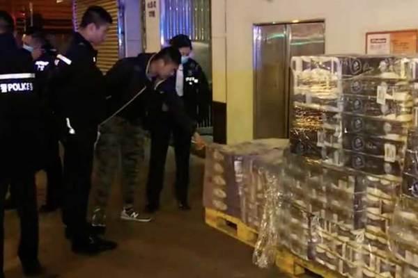 Cướp có vũ trang lấy đi hàng trăm cuộn giấy vệ sinh