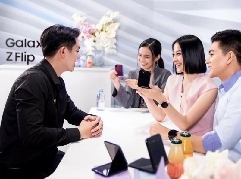 Sau Mỹ và Hàn Quốc, Galaxy Z Flip 'cháy hàng' tại Việt Nam