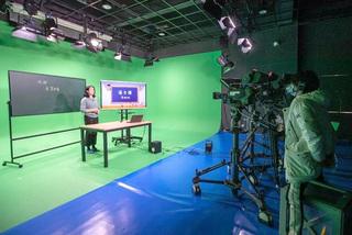 Thượng Hải đóng cửa trường vô thời hạn, phát bài giảng trực tuyến lên truyền hình
