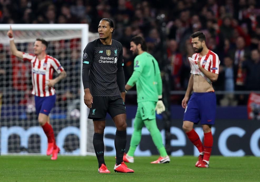 Solskjaer cảnh báo các sao MU, UEFA xem hoãn Cúp C1