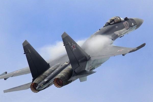 Cận cảnh màn không kích ngoạn mục của chiến cơ Su-35S