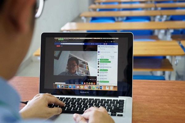 Nỗ lực dạy trực tuyến, thầy cô vừa làm vừa điều chỉnh