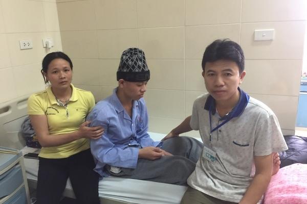 Cha mẹ nghèo mù chữ đi ăn xin khắp bệnh viện nuôi con ung thư