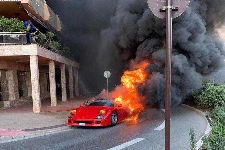 Buốt ruột nhìn siêu xe hàng hiếm Ferrari cháy rừng rực trên phố