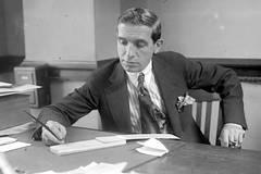Charles Ponzi và vụ lừa thế kỷ 'tiền đổi tiền'