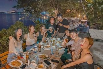 Gil Lê đi chơi cùng Hoàng Thùy Linh và nhóm bạn