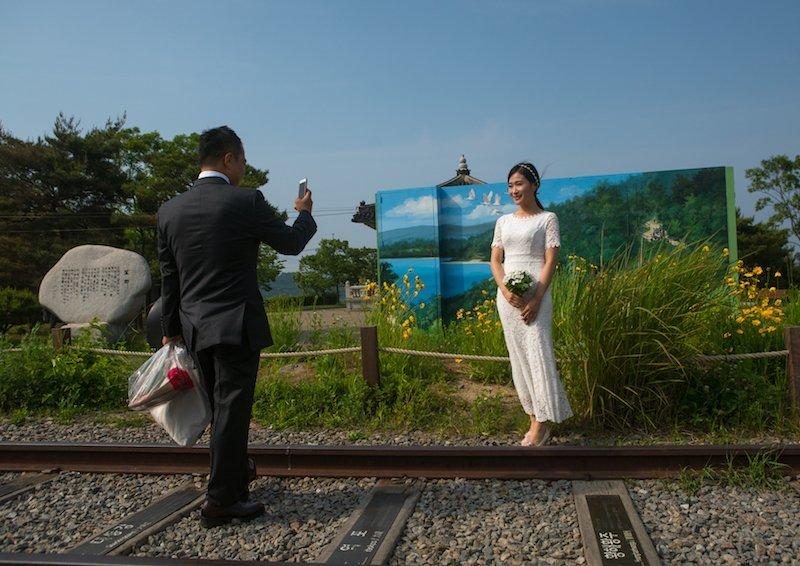 Chuyện tình đẹp của chàng trai Triều Tiên và cô gái Hàn Quốc từng bị hoài nghi