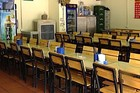 Hàng quán 'đìu hiu', chuyển sang bán online vì virus corona