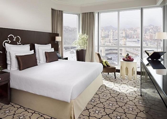 Tiết lộ về 4 chiếc gối vuông thừa trong phòng khách sạn hạng sang Goi-khach-san-6