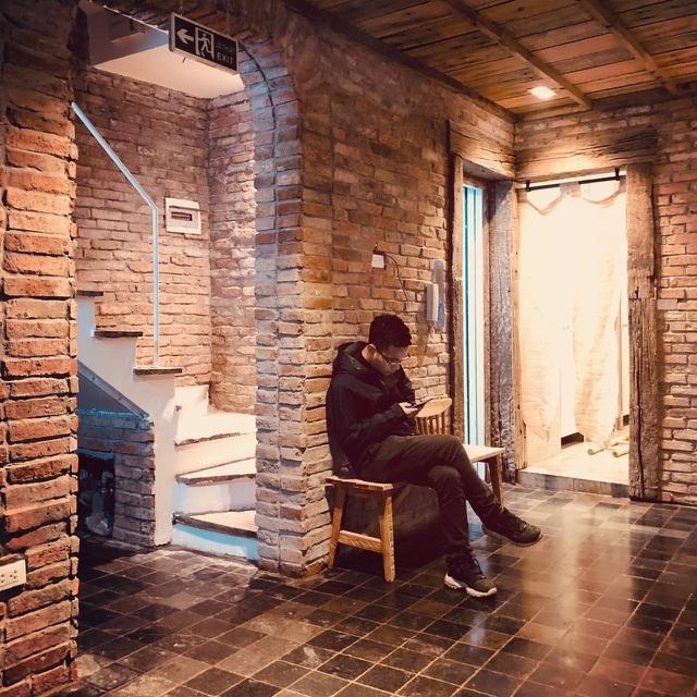 Ngôi nhà 'tổ kén' làm từ vật liệu bỏ đi độc đáo giữa phố cổ Hà Nội