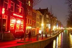 Amsterdam tính dời phố đèn đỏ vào trong nhà, lập 'trung tâm tình dục'