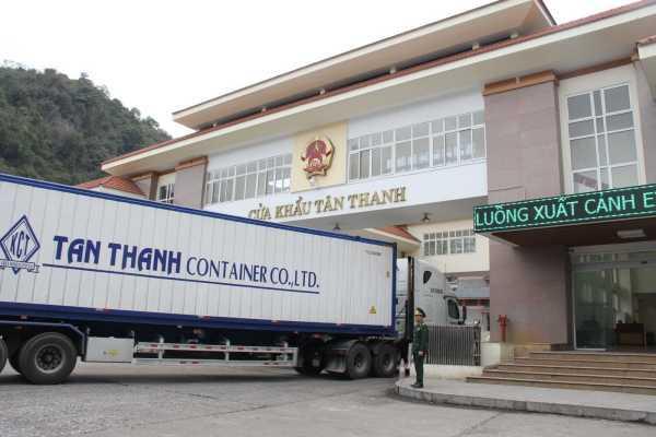 Hàng Trung Quốc tràn sang Việt Nam, chỉ 2 tháng nhập siêu 7 tỷ USD
