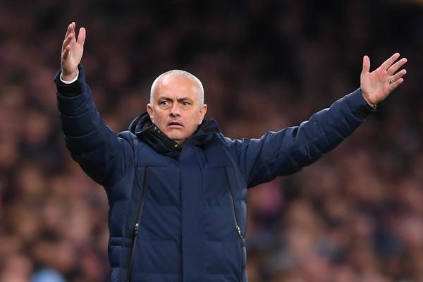 Tottenham thua bẽ bàng: Mourinho hết thời ở C1