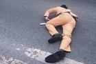 Đôi nam nữ vượt đèn đỏ, tông ngã Trung úy CSGT ở Hà Nội