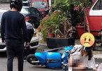 Ăn mặc rườm rà đi xe máy, nhiều cô gái rơi vào tình huống nguy hiểm