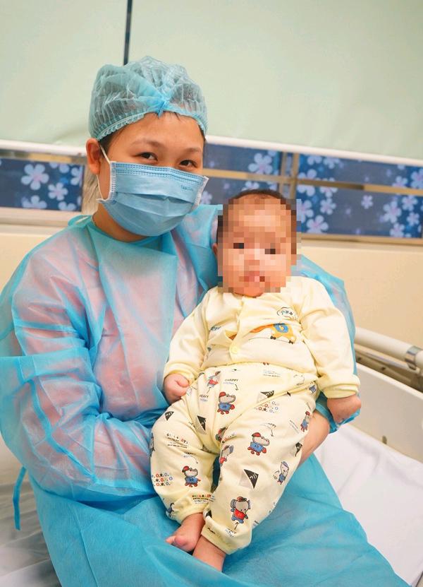 Vì sao mẹ bé 3 tháng ở Vĩnh Phúc không nhiễm Covid-19 dù luôn ở cạnh?
