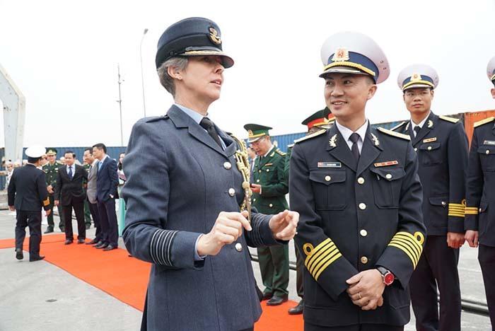 Khám phá tàu hải quân Hoàng gia Anh 3.400 tấn đang ở Việt Nam