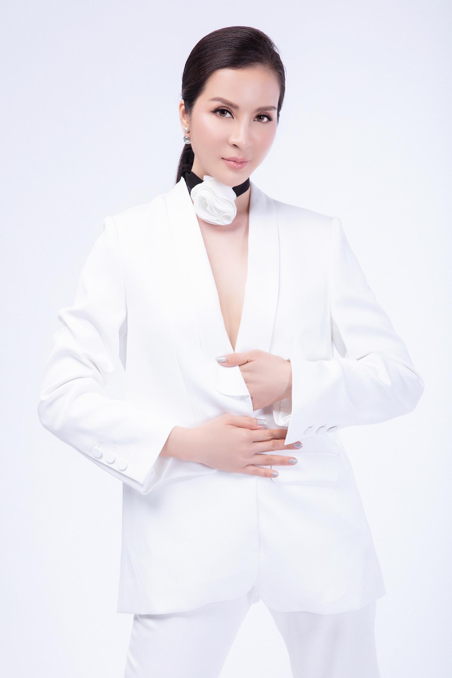 U50, MC Thanh Mai vẫn diện vest không nội y