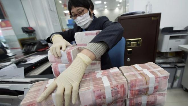 Chuyên gia Mỹ: Virus corona tồn tại trên thẻ tín dụng lâu hơn tiền mặt