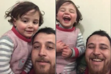 Nụ cười thiên thần của bé gái Syria khi đối mặt chiến tranh