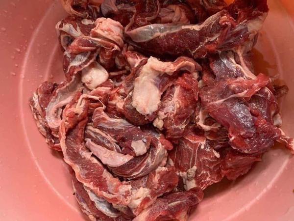 Dẻ sườn bò siêu rẻ chỉ 75.000 đồng/kg bán tràn lan, thực chất là thịt gì?