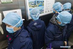 Hình ảnh các y bác sĩ ở Vũ Hán tự chống lây nhiễm Covid-19