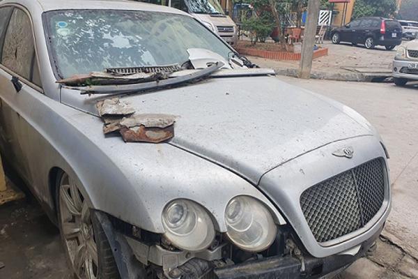 Tiếc đứt ruột xế sang tiền tỷ Bentley Continental tàn tã ven đường