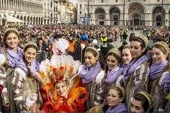 Những kiểu hóa trang bắt mắt trong lễ hội nổi tiếng ở Italia