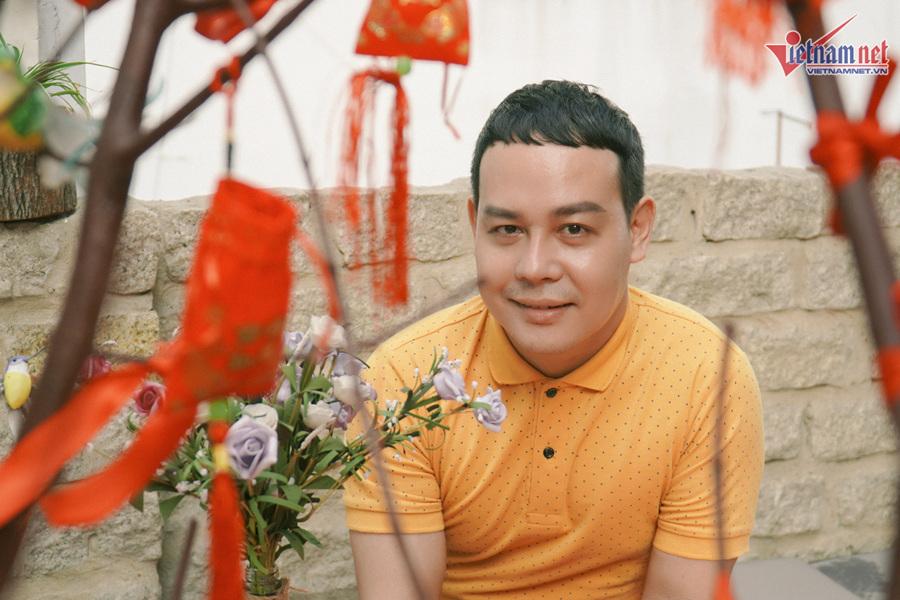 Minh Dũng 'Lô tô' tuổi 40 cô đơn, tay trắng bán tóp mỡ mưu sinh